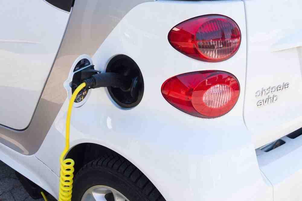 Comment se faire installer une borne électrique voiture ?