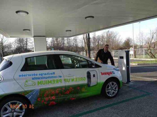 Installation borne de recharge parking entreprise